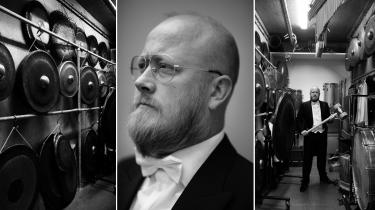 For slagtøjsspiller i DR SymfoniOrkestret Jakob Weber Egholm er de mange forskellige instrumenter en adgang til alverdens folkemusiktraditioner. Musikken er en måde at fortælle historier på, og det generer ham ikke, hvis hans bidrag til historien er et enkelt bækkenslag