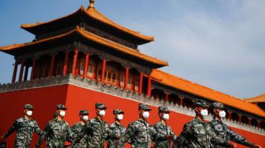 Førhen ville USA være gået foran som leder af en fælles front. Men under den siddende America First-administration er dette udelukket. Og hvis ingen andre vil, kommer Kina til at løbe med det globale lederskab, skriver Ian Buruma i sin klumme.