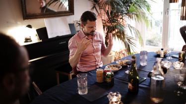 Musikredaktør Ralf Christensen er vært ved musikredaktionens VM i coronasang.