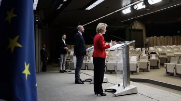 Europa-Kommissionen vil optage fælles lån for 750 milliarder euro på vegne af alle 27 EU-lande, sagde Ursula von der Leyen. 500 milliarder af dem skal uddeles som tilskud til de lande, som er hårdest ramt af corona. Altså tilskud fra EU – ikke lån. Italien og Spanien vil få mest.