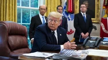 Trump er overbevist om, at han kan beordre den føderale kommission til at blande sig i, hvad sociale medier offentliggør. Men det er ikke tilfældet. Ifølge en lov vedtaget i 1996 har internetplatforme ret til at redigere indlæg, som vurderes at være »uanstændige«, »chikanerende« eller »på anden måde frastødende, uagtet om ytringen er beskyttet eller ej under forfatningen«.