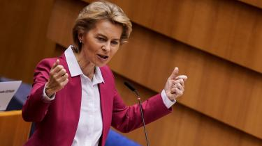 Den tyske Hillary Clinton. Med indenrigspolitisk erfaring og udenrigspolitisk overblik drømte Ursula von der Leyen om kanslerposten, men den drøm var for længst forduftet, da Macron i juli 2019 gav den som dronningemager og foreslog hende som forkvinde for EU-Kommissionen