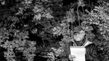 Claus Seidel er netop udkommet med samlingen: 'Til stregen. Bladtegningen i Danmark. 1-3'. Her ses han tilEremitageløbet løbet i Dyrehaven tilbage i 2017, hvor han var tegner for BT.