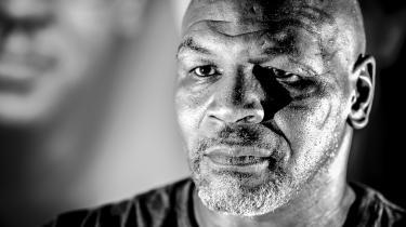Mike Tyson træder fortsat vande på spørgsmålet om, hvorvidt det bliver til noget med en kamp mellem ham og Evander Holyfield