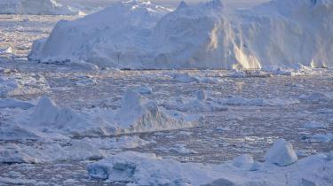 Stormagter bejler til Grønland for at få en fod indenfor i den arktiske region, mens grønlænderne selv drømmer om at blive økonomisk uafhængige. Der er dog ganske få veje at gå for at udvikle den grønlandske økonomi, siger formanden for Grønlands Økonomiske Råd, Torben M. Andersen, som alligevel er optimistisk