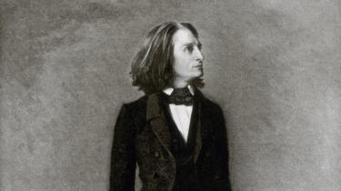 I Informations klassiske musikskole beskriver Valdemar Lønsted klassiske værker, vi bør give en særlig chance. I denne uge den misforståede kvindebedårer Franz Liszts mest fortærskede værk blandt amatører og på film, 'Liebesträume 3', der er elsket og foragtet, umiddelbart tilgængelig og avanceret opbygget
