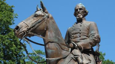Det er da en meget god idé at erstatte statuerne af sydstatsgeneralen og højtstående Ku Klux Klan-medlem Nathan Bedford Forrest i Tennesee med statuer af vidunderlige Dolly Parton.