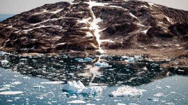 Grønlands økonomi har få strenge at spille på og er i høj grad afhængig af prisen på rejer og hellefisk. Som formanden for Grønlands Økonomiske Råd, Torben M. Andersen, siger, er Grønland måske verdens mest sårbare økonomi.