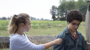 Idir Ben Addis spiller fremragende i rollen som den søde, radikaliserede 13-årige dreng Ahmed.