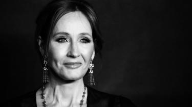 Ved at insistere på kønnets biologi har J.K. Rowling lagt sig ud med en hel generation af kønsbevidste – og med store dele af sin egen læserkreds.