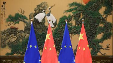 Da Xi Jinping kom til Europa og talte om fredelige løver, fremstod EU som et kontinent, hvor kinesiske ledere kunne rejse rundt uden at møde meningsfuld modstand og kritik. Den tid lader nu til at være forbi. Man er blevet mere principfast over for Kina, skriver Martin Gøttske i dagens leder.
