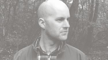 Kristian Byskov debuterede i 2013 med den postapokalyptiske roman 'Mitose'. Nu er han aktuel med sin anden roman.