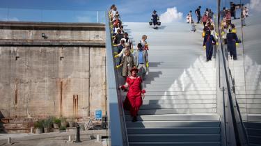 Kunstnerkollektivet Vontrapp ønsker ikke, at publikum skal pacificeres til at være betragtere, men vil hellere have, at de er en del af værket. Således også i 'Syndfloden', hvor publikum udstyres med hjelme og bevæger sig rundt mellem kunstnerne ved M/S Museet for Søfart i Helsingør.