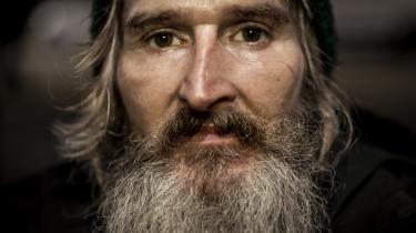 Jacob Nellesø har været stofbruger i halvdelen af sit liv. Han er hjemløs og bruger en elscooter til at komme rundt med. Men den kan han ikke medbringe i fængslet.