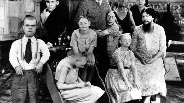 Freakshowet er i den amerikanske instruktør Tod Brownings gyser 'Freaks' fra 1932 et fristed fuld af sammenhold og tolerance.