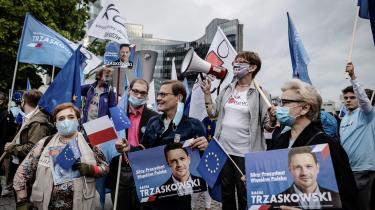 »Det ligner by mod land, eliten mod folket, det katolske Polen mod de liberale. Men billedet er mere broget end det,« mener Jacek Kucharczyk, der leder tænketanken Institute of Public Affairs i Warszawa.