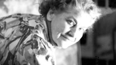Grethe Bagge (f. 1925) var uddannet billedhugger, men senere blev maleriet, farven og lyset de bærende elementer i hendes værker.
