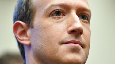 Senest har Coca-Cola besluttet at stoppe med at annoncere ikke kun på Facebook, men på alle sociale medieplatforme globalt i mindst 30 dage med en erklæring om, at racisme hverken hører til i verden eller på sociale medier. Facebooks aktiekurs var fredag faldet med 8,3 procent – det svarer til 47 milliarder kroner. Det sprog forstår både Zuckerberg og Trump.