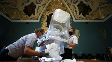Stemmerne er gjort op og Rusland har fået en ny forfatning, der tillader, at Putin potentielt kan være præsident til han bliver 83 år. Ifølge de officielle tal stemte 77,9 procent af den russiske befolkning for, mens 21,3 stemte imod.