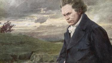 I Informations klassiske musikskole er vi nået til allegrettoen fra Beethovens Symfoni nr. 7: Fra første åbne blæserakkord gribes man af sørgmodig længsel, der åbnede døren ind til den klassiske musik for vores anmelder og blev et bevægende kontrapunkt til stammerens helvede i 'Kongens tale'