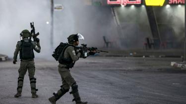 Israelske grænsepatruljer jagter palæstinensiske demonstranter, der demonstrerer imod den Israelske annektering af dele af Vestbredden, som den israelske præsident, Bejamin Netanyahu, har lagt op til.