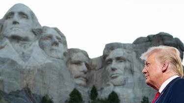 Den amerikanske præsident, Donald Trump, holdt en tale foran det historiske Mount Rushmore, hvor han erklærede, at han har udstedt et dekret om at grundlægge en ny park med statuer af »amerikanske helte«. Nationalparken skal være et forsvar mod de demonstranter, der river statuer ned i hele USA som følge af raceurolighederne, sagde Trump.