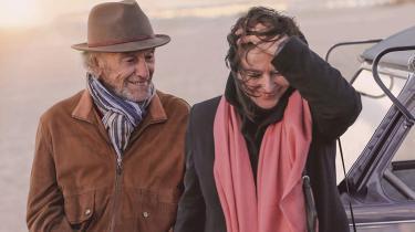 Plejehjemsbeboeren Jean-Louis Duroc (Jean-Louis Trintignant) tilbringer sine nu lettere demente dage med at drømme om kvinden, der slap væk (Anouk Aimée), i Claude Lelouchs skamløst sentimentale 'Livets bedste år'.