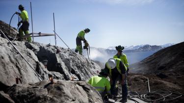 Råstofskolen i den grønlandske by Sisimiut afholder øvelser i olie og kerneboringer. Arkivfoto.