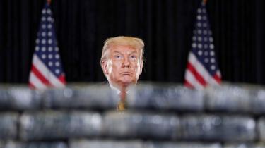 'USA's præsident, Donald Trump, står for enden af frigørelsen fra gamle autoriteter og den kulturelle hyldest til skamløsheden, konventionsbruddet og det grænseoverskridende og griner tilbage af os. En antiautoritær autoritær leder,' skriver Rune Lykkeberg i dette debatindlæg.