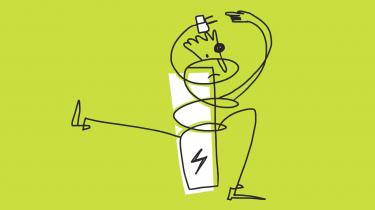 AFSNIT 2: Informations journalist har besluttet, at han skal have en elbil. I første afsnit fandt han ud af, at det vil få hans families private CO2-udledning til at falde med omkring 15 procent. Men udbygningen af ladestandere i Danmark er stadig ny og vanskelig at finde rundt i for en byboer i lejlighed – og der er stor forskel på, hvad det koster at fylde strøm på elbilen