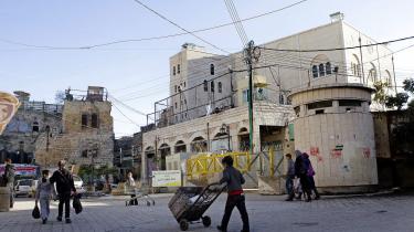 Velbevogtet jødisk bosættelse lige midt i den gamle by i Hebron.