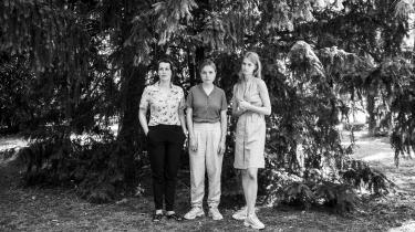 To af medlemmerneafmusikkollektivet We like We, violinist Katrine Grarup Elbo ogsanger Katinka Fogh Vindelev, sammen med visuel kunstner Simone Bartholin, der er med til at lave gruppens næste projekt.
