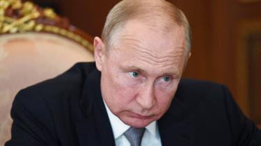 'Putin har som leder behandlet coronavirus som et problem, der skulle af vejen, snarere end et han skulle løse. Og det har ikke været godt nok for befolkningen, som har mærket samfundets allerede eksisterende problemer accelerere i foråret,' skriver Ida Sparre-Ulrich i denne leder.