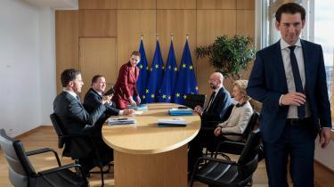 Den danske regering har allieret sig med Sverige, Østrig og Holland i et sparsommeligt firkløver, som vil begrænse stigningerne i budgettet, forud for fredagens topmøde. På billedet ses fra venstre Hollands ministerpræsident, Mark Rutte, den svenske statsminister, Stefan Löfven, statsminister Mette Frederiksen og længst til højre Østrigs kansler, Sebastian Kurz, til møde med præsidenten for Det Europæiske Råd, Charles Michel, og EU-Kommissionens formand, Ursula von der Leyen.