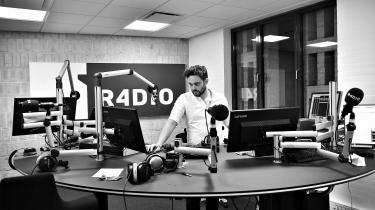 Den stadig nye Radio4 er ikke så tosset. Nu har den Aarhus-baserede station, afløseren for Radio24syv, trekvart år på bagen og tilbyder flere gode programmer i mere eller mindre klassisk public service-tradition, skriver Georg Metz i ugens Intermetzo.