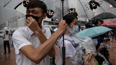 Skolelever og studerende har spillet en fremtrædende rolle i protesterne i Hongkong, men den nye sikkerhedslov pålægger lokalregeringen, at alle skolebørn skal undervises i national sikkerhed. Byens uddannelsesinstitutioner er allerede blevet beordret at fjerne bøger og undervisningsmateriale, og faktisk bør skoleelever helt ophøre med alle former for politisk aktivisme, lyder det fra lokalregeringen.