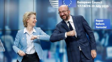 Præsident for det Europæiske Råd Charles Michel og EU-Kommissionens præsident Ursula Von Der Leyen landede sammen med regeringenslederne en aftale tidligt tirsdag morgen.