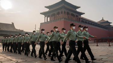 »Jo længere krisen trækker ud, desto større er risikoen for, at nye konflikter kommer til, og at de eksisterende eskalerer,« skriver Lasse Karner i denne leder om Kina, Xi Jinping og det kommunistiske styre i vores serie om det globale lederskab under coronakrisen.
