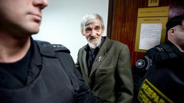 Aktivister ser det som en sejr, at Jurij Dmitriev kun blev idømt tre år og seks måneders fængsel. Her ses han i forbindelse med et retsmøde i april 2018.
