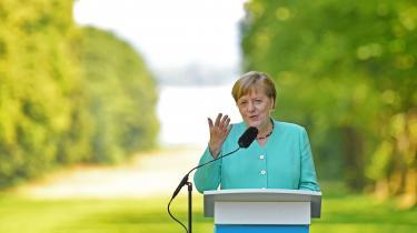 »Pludselig blev Merkel fejret i titusindvis af kommentarer – især for ikke at være Trump: en rolig, uforfængelig kvinde med en doktorgrad i fysik, ja tak. En skruppelløs businessmand med fortid som vært i et realityprogram, nej tak. Pludselig havde den ellers slagne Angie atter et strejf af leader of the free world,« skriver Mathias Sonne i denne leder.