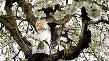 Bjarne Reuter kendte ikke Stine Askov, »alligevel kendte han mig,« oplevede hun, da hun læste 'Når snerlen blomstrer'