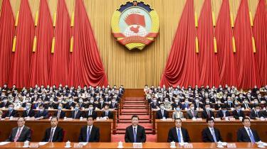 Kinas kommunistparti ønsker at ændre eller omforme de institutioner, normer og værdier i den eksisterende orden, som landet finder uforenelige med dets eget system og overlevelse på sigt. Det kan kun lade sig gøre, hvis en tilstrækkelig stor andel af klodens nationer indordner sig. Derfor er Silkevejen først og fremmest rettet mod udviklingslandene.