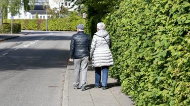 'Det er umuligt at få en aftale med aktive pensionister, fordi deres kalender er overbooket. Og spørger man dem, om de er gamle, svarer de hovedrystende: »Nej, vi er unge, der er blevet ældre.« Det er klart, at når alderdommen fornægtes også af dem, der selv er gamle, bliver den tabuiseret,' skriver præst og forfatter Poul Joachim Stender i dette debatindlæg.