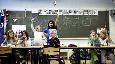 Politikerne undrer sig over, at der i disse år er færre unge studenter, der ønsker at uddanne sig til lærer, end der er brug for. Og det er egentlig ufatteligt. Hvis de tænkte tilbage, ville de kunne finde en god del af svaret hos Bjarne Corydon og den berygtede folkeskolereform og i OK13, skriver lektor Michael Pedersen.