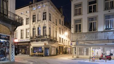 Coronasmitten stiger i voldsomt i Belgien, især i Antwerpen, som har indført udgangsforbud mellem 23.30 og 06.00. En slags nedlukning light.