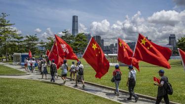 Beijing-støtter demonstrerer i Hongkong.