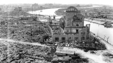 To japanske byer, Hiroshima (set her) og Nagasaki, blev under anden verdenskrig offer for amerikanske atombomber. Bombeangrebene blev den overvejende årsag til Japans kapitulation i 1945.