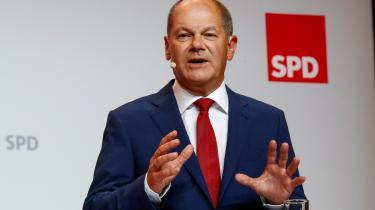 Scholzomat som kansler? Siden 2005 har alle SPD-kandidater – Schröder, Steinmeier, Steinbrück og Schulz – fået valgprygl af Merkel. Nu tager finansminister Olaf Scholz kampen op mod CDU/CSU, men selv om det post Merkel er en helt ny partipolitisk kabale, virker splittelsen i SPD uovervindelig selv for så kompetent en kandidat som Scholz.