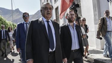 72-årige Leoluca Orlando er efter hans kamp med den sicillianske mafia, Cosa Nostra, blevet en legende i Italien. Nu hvor han har erklæret sejr over mafiaen, har han kastet sig ud i en ny kamp; kampen for flygtninge og migranters rettigheder og imod det, han beskriver som EU's og Italiens »umenneskelige« flygtningepolitik.