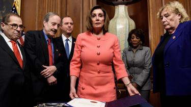 Molly Ball skriver om amerikansk politik for Time Magazine. Pelosi er hendes første bog, og den giver et fremragende indblik i, hvad det er for politiske egenskaber, der ikke alene har gjort Pelosi til Speaker – formand for Repræsentanternes Hus – men også til en af de absolut bedste Speakers i Kongressens historie.
